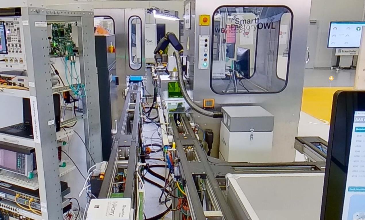 Demonstrationsanlage mit Förderband und Bearbeitungskabine predictive maintenance